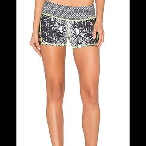 Lead two tones print sports short pink lotus